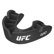 UFC Bronze fogvédő - fekete